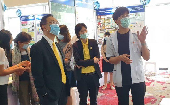"""มข.เฟ้น 7 ผลงานนวัตกรรมนำเสนอในงานมหกรรมงานวิจัยแห่งชาติ 2563 (Thailand Research Expo 2020) พร้อมการอภิปรายเรื่อง """"พลิกวิกฤตโควิด-19 ด้วยนวัตกรรมการแพทย์""""โดย รศ.นพ.ชาญชัย พานทองวิริยะกุล อธิการบดีมหาวิทยาลัยขอนแก่น"""