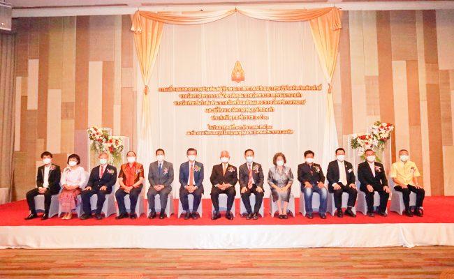 มข.เชิดชูเกียรติบุคคลต้นแบบผู้อุทิศตนสร้างผลงานแก่มหาวิทยาลัยและสังคม ในงานงานแสดงความยินดีแด่ผู้รับพระราชทานปริญญาดุษฎีบัณฑิตกิตติมศักดิ์และรางวัลแห่งเกียรติยศประจำปี 2563
