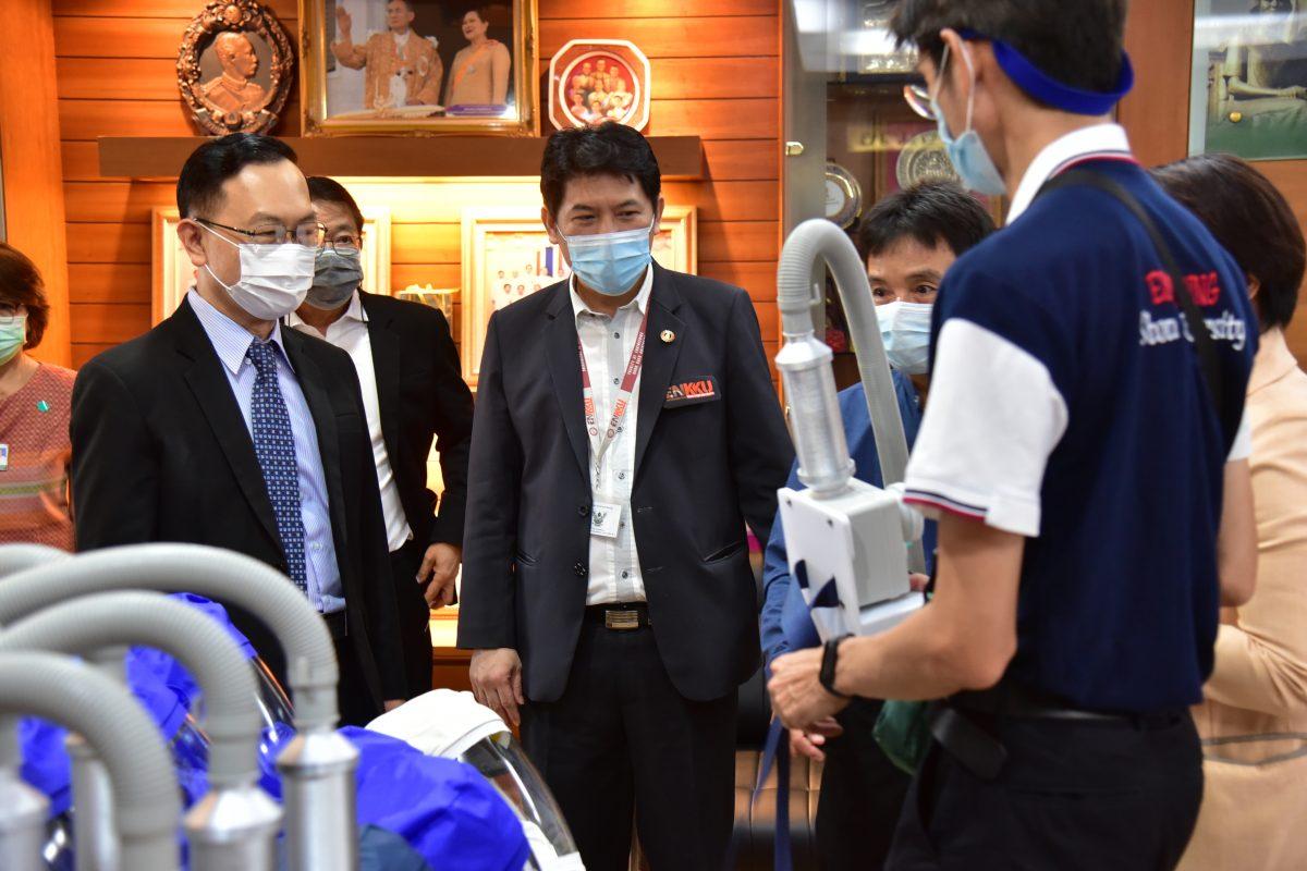 คณะแพทยศาสตร์ จับมือ คณะวิศวกรรมศาสตร์ สร้างนวัตกรรมสู่สังคมช่วงโควิด พัฒนาและสร้าง PAPR Suit ชุดอุปกรณ์ป้องการทางเดินหายใจแบบจ่ายอากาศบริสุทธิ์